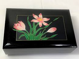 Take a look at our sankyo japan 50 note piano musical boxes, orpheus 50 note mechanical musical box movements and buy your favorite one at a great price. Vintage Sankyo Japan Musical Jewelry Trinket Box Love Story Glazed Enameled Floral Scenary On Top Mirror 7 3 4 W 5 D 3 H Nice