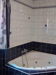 corner bathtubs make excellent use of space