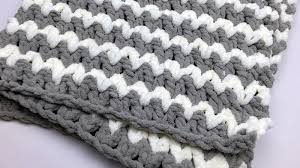 Bernat Baby Blanket Yarn Patterns Amazing Trendy Crochet Baby Blanket Tutorial The Crochet Crowd