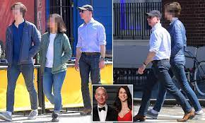 Jeff Bezos takes his kids out in New ...