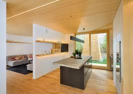 Kochinsel Und Holzwand Aufdringlich Auf Dekoideen Fur Ihr Zuhause