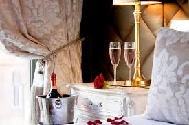 Stunning apartment valentines decorations ideas Wall Enjoy The Perfect Valentines Day With Signature Living Signature Living Signature Living Valentines Day Offers For The Perfect Date