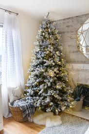 30 Dreamy Flocked Christmas Tree Decoration Ideas - Christmas ...