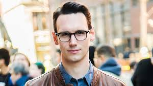 """Gotham"""" Star Cory Michael Smith Comes Out As Queer 