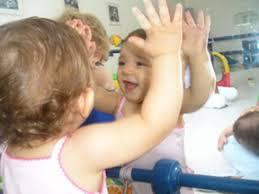 Resultado de imagem para criança no espelho