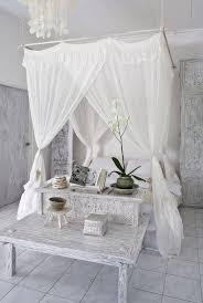 Dreamy DIY Canopy Bed Ideas | OhMeOhMy Blog