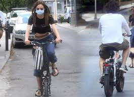 Sezen Aksu'nun oğlu Mithat Can Özer, sevgilisi Alina Boz'la bisiklet keyfi  yaptı!