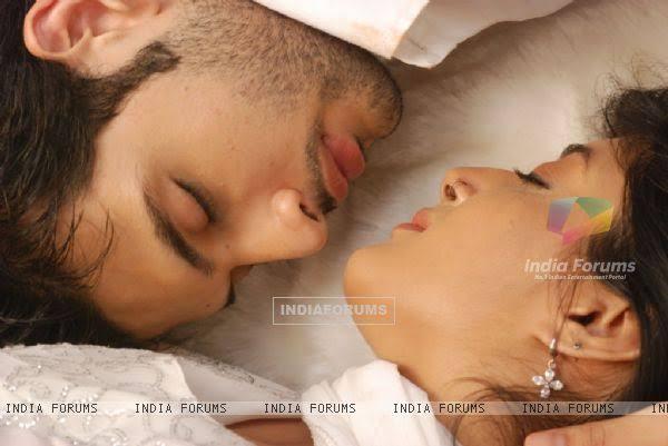 kitani mohabbat hai romantic wallpaper