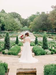 a photography botanical gardens bridal portraits session in fort worth by alba rose photography