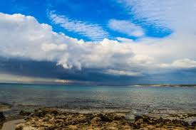 フリー写真画像 青空 水 夏 自然 岬 湾 海 海 ビーチ 海岸線 風景