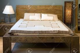 Schlafzimmer Mit Alten Holz Bett Lizenzfreie Fotos Bilder Und Stock