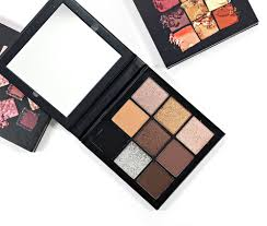 huda beauty smokey obsessions eyeshadow palette swatches review eotd