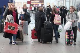 Cifra récord de viajeros por el Día de Acción de Gracias en EE.UU.   Voice  of America - Spanish