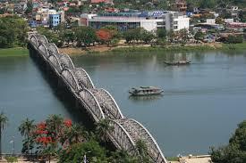File:Truong Tien Bridge.jpg - Wikipedia