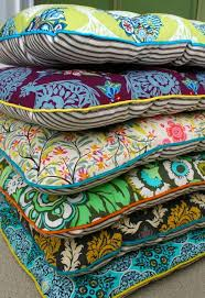 excellent tutorial on how to make chair cushions