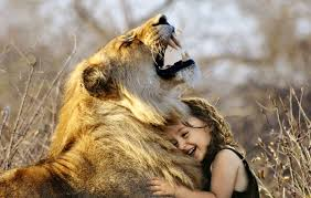 Child Hugging Lion (Page 1) - Line.17QQ.com