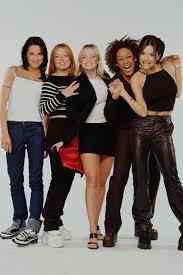 Die besten Outfits der Spice Girls kommen jetzt ins Museum - so sehen sie  aus