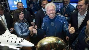 """ريتشارد برانسون يعود إلى الأرض بعدما حلّق في الفضاء """"إيلاف"""" - نيولي"""