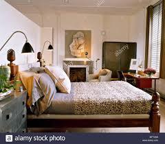 Moderne Neutral Schlafzimmer Bett Aus Holz Strukturierte Abdeckung