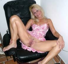 Slut whore wife mom posing naked hairy pussy pics