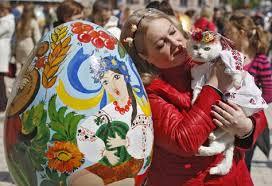Ukraine's Giant Easter Egg Festival Is A Feast For The Eyes | Giant easter  eggs, Easter eggs, Egg painting