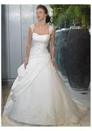 romantic lace wedding dresses it is very beautiful and feminine
