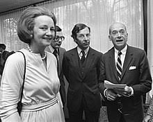 To assume a dramatic or exaggerated bodily attitude or position, as for a photograph or portrait. Katharine Graham Wikipedia