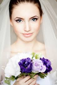 minimalistic look for brides simple and elegant bridal look