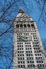Mens andre livsforsikringsselskaber, såsom new york life insurance company og equitable insurance company , brugte skulpturelle repræsentationer til deres respektive symboler, brugte metropolitan life selve bygningen til at repræsentere virksomhedens arbejde og idealer. Metropolitan Life Insurance Company Tower Photograph By Ross Warner