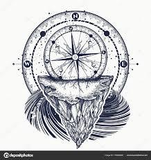 компас и горы тату и футболку дизайн векторное изображение