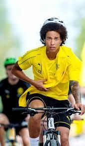 Axel Witsel bij Dortmund. | Football players, Dortmund, Football