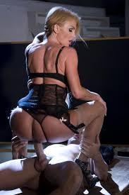 XXX porn Point foto Blonde bombshell Taylor Wane getting her.