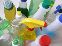 Wer kein vertrauen in tabs oder selbst angerührte reinigungsmittel hat, kann auch versuchen, herkömmliche putzmittel. Umweltschonende Putzmittel