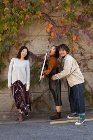 韓国人気パーマ 秋風肌寒い日に秋の女性のヘアースタイルを撮影しま