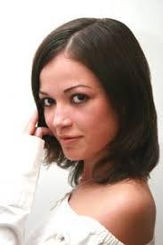 účesy Pro Středně Dlouhé Vlasy