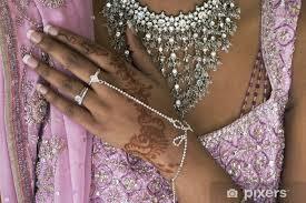 Fototapeta Vinylová Nevěsta Ruka S Henna Tetování A Bižuterie Indická Svatba