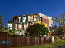 View in gallery artsy 3 storey home built 31 shipping containers 2 site  thumb 630xauto 38055 Artsy 3 Storey