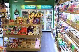 Mua bánh kẹo nhập khẩu mới lạ, an toàn không lo về giá