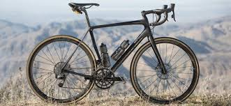 Winning plaudits form across the industry, the smartform 6069 alloy maintains top level rigidity and compliance with a frame weighing less than 1100 grams. A Closer Look At Cannondale Synapse 2018 Sigma Sports