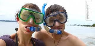 snorkelling or snorkeling