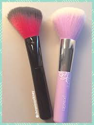 the lilac powder brush does a decent job with pressed and loose powder the bristles are soft and don t irritate my skin at all