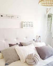 Natural Dreams In Diesem Traumhaften Schlafzimmer In Weiss Grau