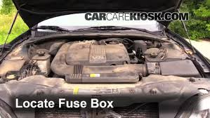 replace a fuse 1998 2011 lincoln town car 2007 lincoln town car replace a fuse 1998 2011 lincoln town car 2007 lincoln town car designer series 4 6l v8