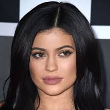 the 1 mistake you re making when penciling in your eyebrows according to kylie jenner s makeup artist