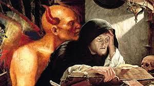 Resultado de imagen para imágen de sacerdote leyendo la biblia