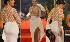 الفنانة رانيا يوسف تصدم الجميع بنشر « لقطات مثيرة » لملابس فنانات مرتديات  البكيني ( شاهد الفيديو )