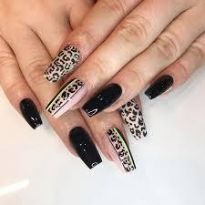Con la decoración de uñas negras podemos lograr diferentes diseños de el rosa es el color representativo de las mujeres, es un color muy femenino y por supuesto no podía faltas en las decoraciones de uñas. Deberias Probar 23 Unas Acrilicas Negras Ahora Blog De Mujeres