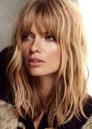 um wavy haircut with blunt bangs