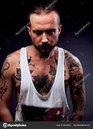 Muž S Tetování Na Ruce Silueta Svalnaté Tělo Ca Stock Fotografie