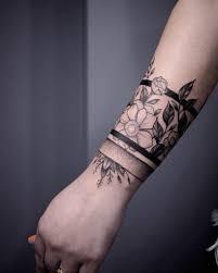 Tatuaggi Linee Nere Scoprine Di Più Su Questo Tattoo